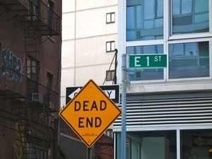 Dead End - Pexels.com - Common Blogging Mistakes